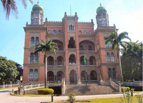 Museu da Fiocruz tem 1ª visita monitorada em Libras