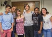 Estudante Isabella Lima (esquerda) com equipe de filmagem (Foto: Isabella Lima/Arquivo Pessoal)