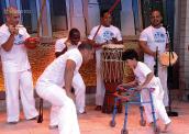 Menino com deficiência joga capoeira e emociona