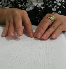 Pesquisadores da UnB 'traduzem' poesias para sistema braille