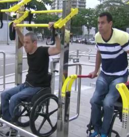 Academia em área pública para pessoas com deficiência física