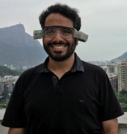 Óculos que mapeia e descreve ambientes