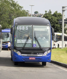 Lei obriga os ônibus do Rio a pararem fora do ponto à noite