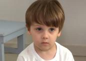 Menino brasileiro autista surpreende ao falar só em inglês