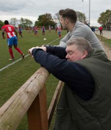 John Stancombe, é completamente cego e visitou 1.640 estádios da Inglaterra