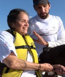 Pessoas com deficiência visual e auditiva mostram dificuldades e superação