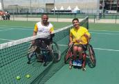 Atletas Gabriel Mataruna e Thiago Saraiva na quadra de tênis - Divulgação