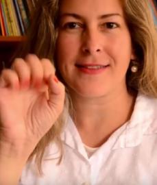 Capa Professora cria canal no Youtube para contar histórias infantis em Libras